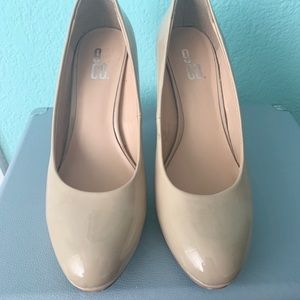 ⭐️Patent leather Nude heels⭐️